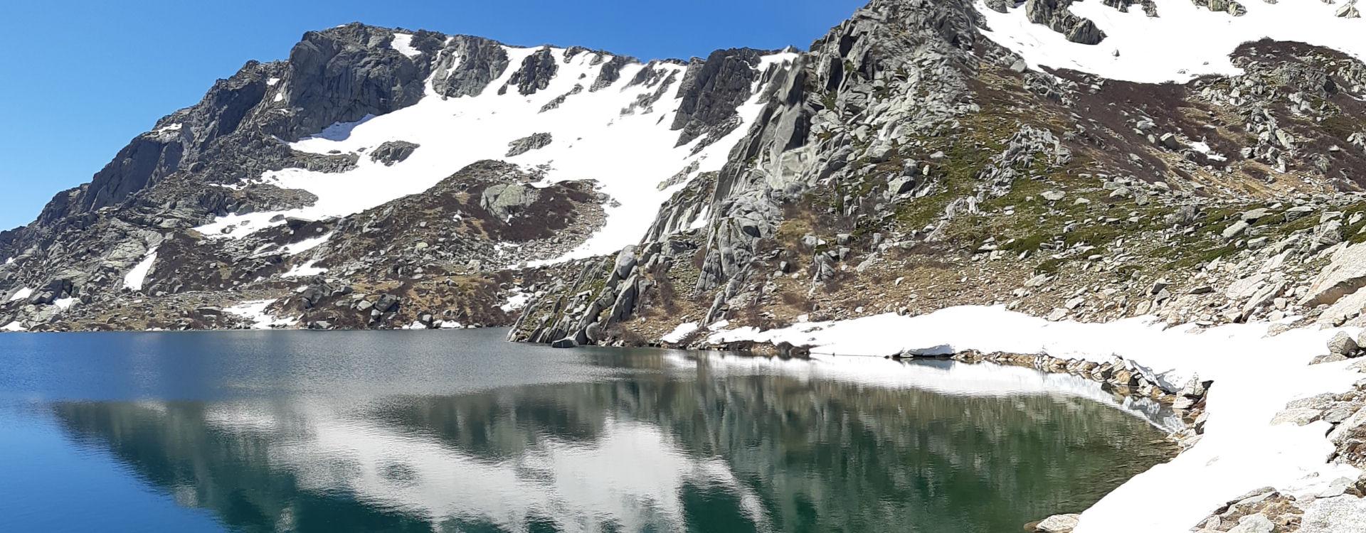 montagne-lac-neige